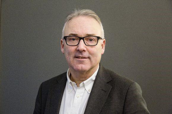 Daglig leder Knut Efskin i Norion Næringsmegling forteller at der var stor interesse for Brøset-tomta. (Foto: Terje Svaan)